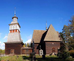 Petäjäveden vanha kirkko on arkkitehtuurinen harvinaisuus